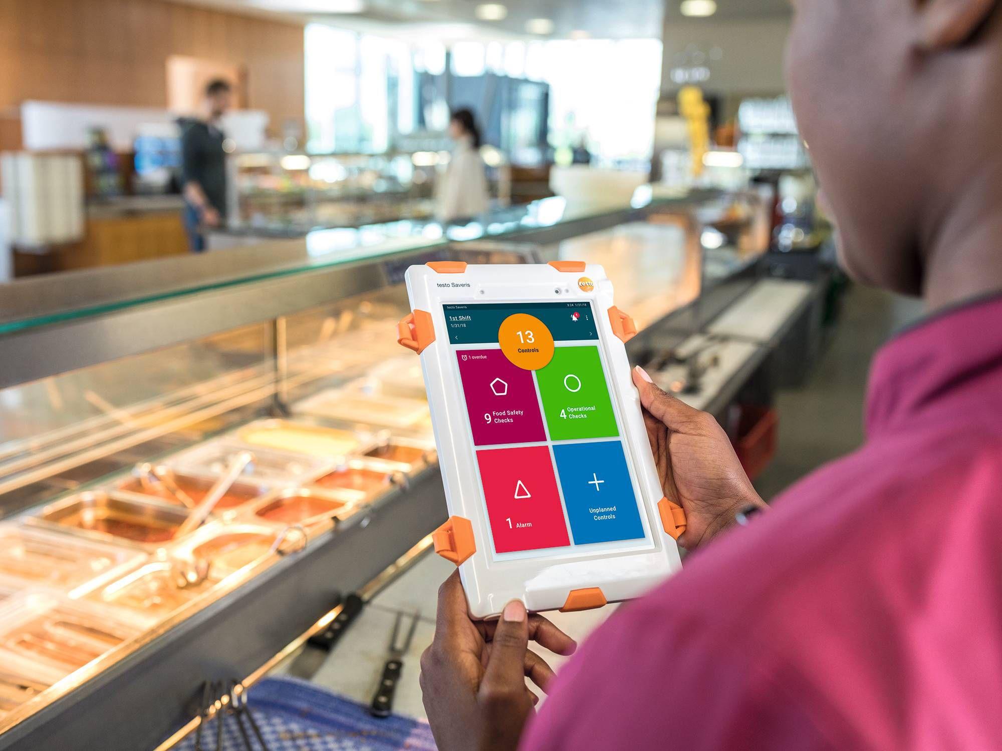 testo Saveris Restaurant digitizes your quality handbooks