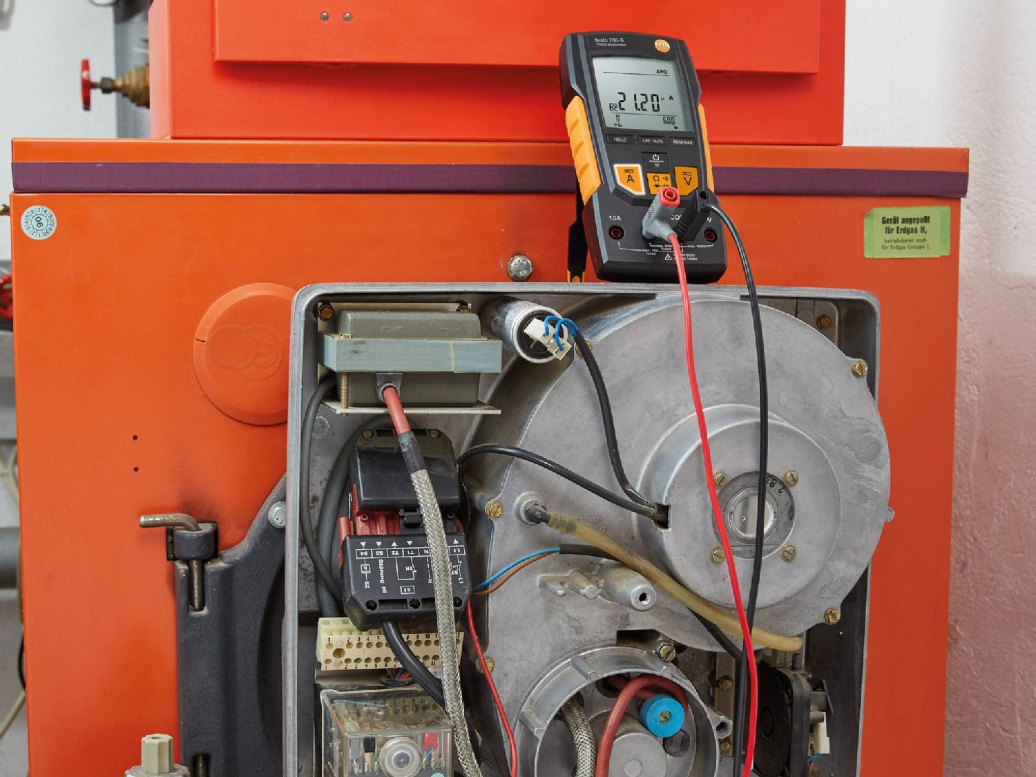 Electrical measurement at heating systems with multimeters