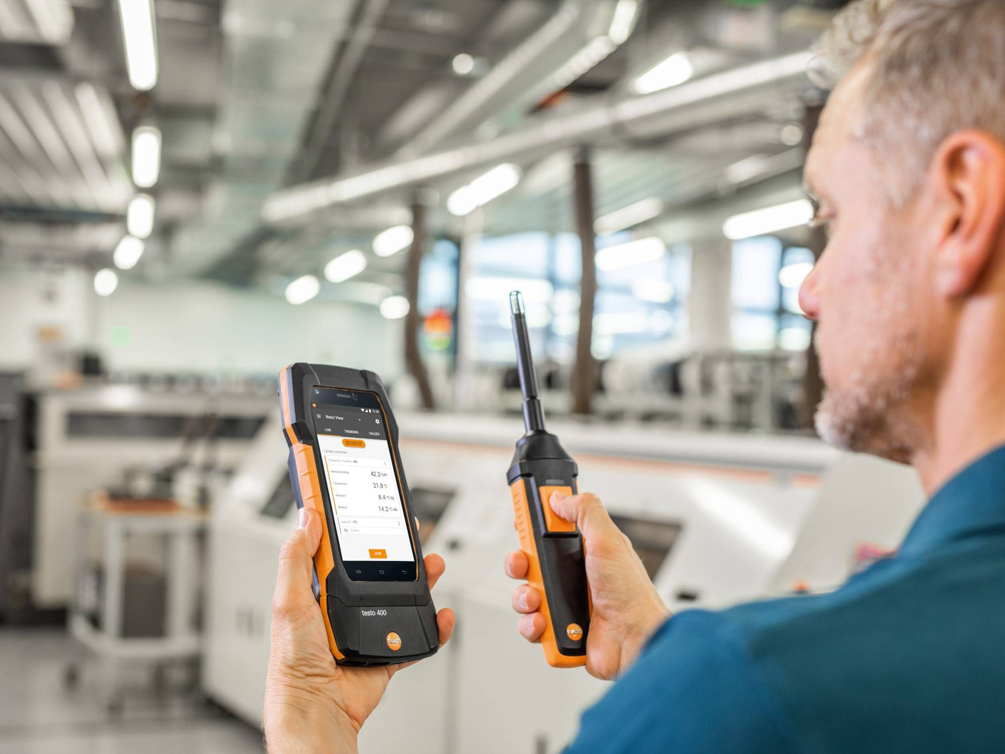Measuring humidity with the testo 400