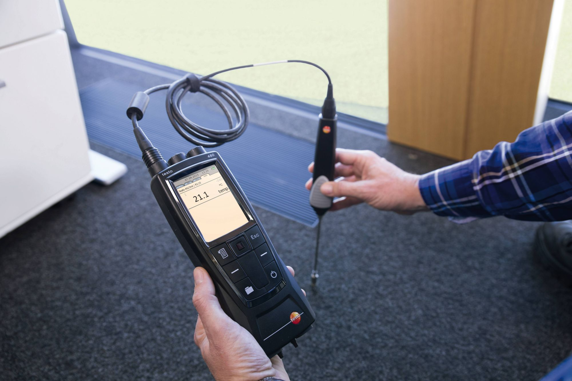 testo 480 Measurement of the air and surface temperature