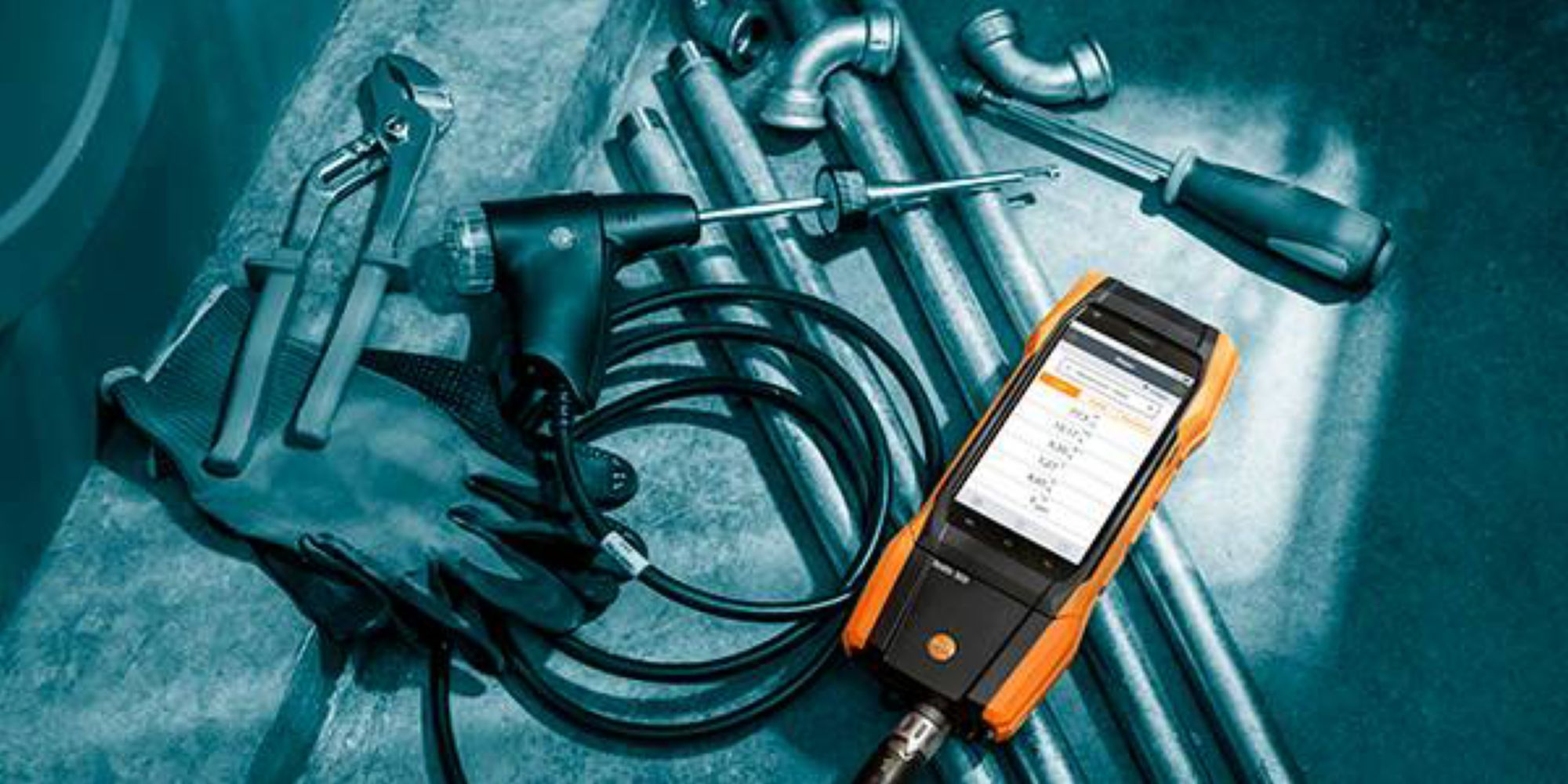"""Yeni nesil baca gazı analiz cihazı """"testo 300"""" ve ısıtma sektörüne yönelik ölçüm cihazları"""
