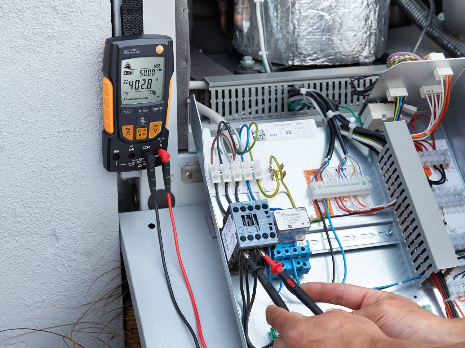 Test electrical installations with multimeters