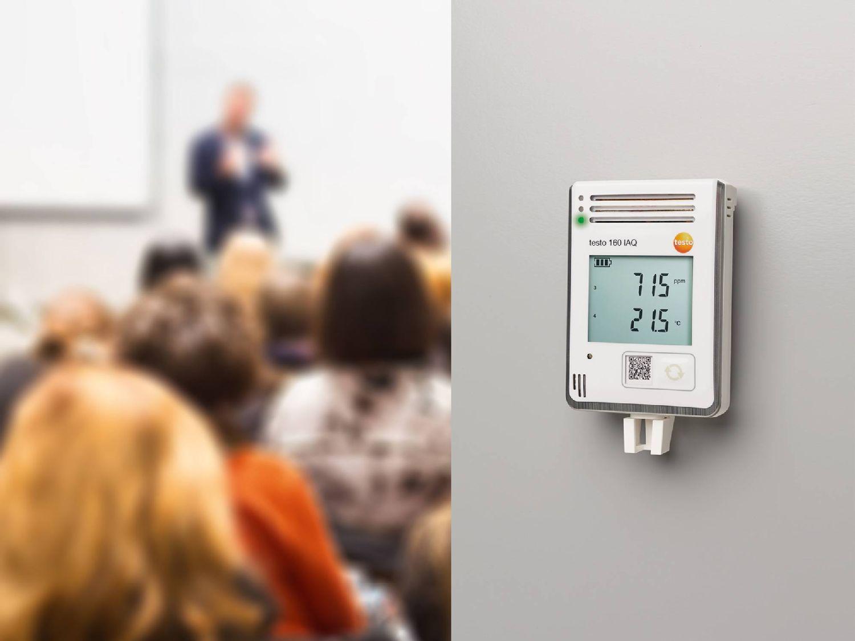 A beltéri levegőminőség ellenőrzése testo 160 IAQ WiFi-s adatgyűjtővel