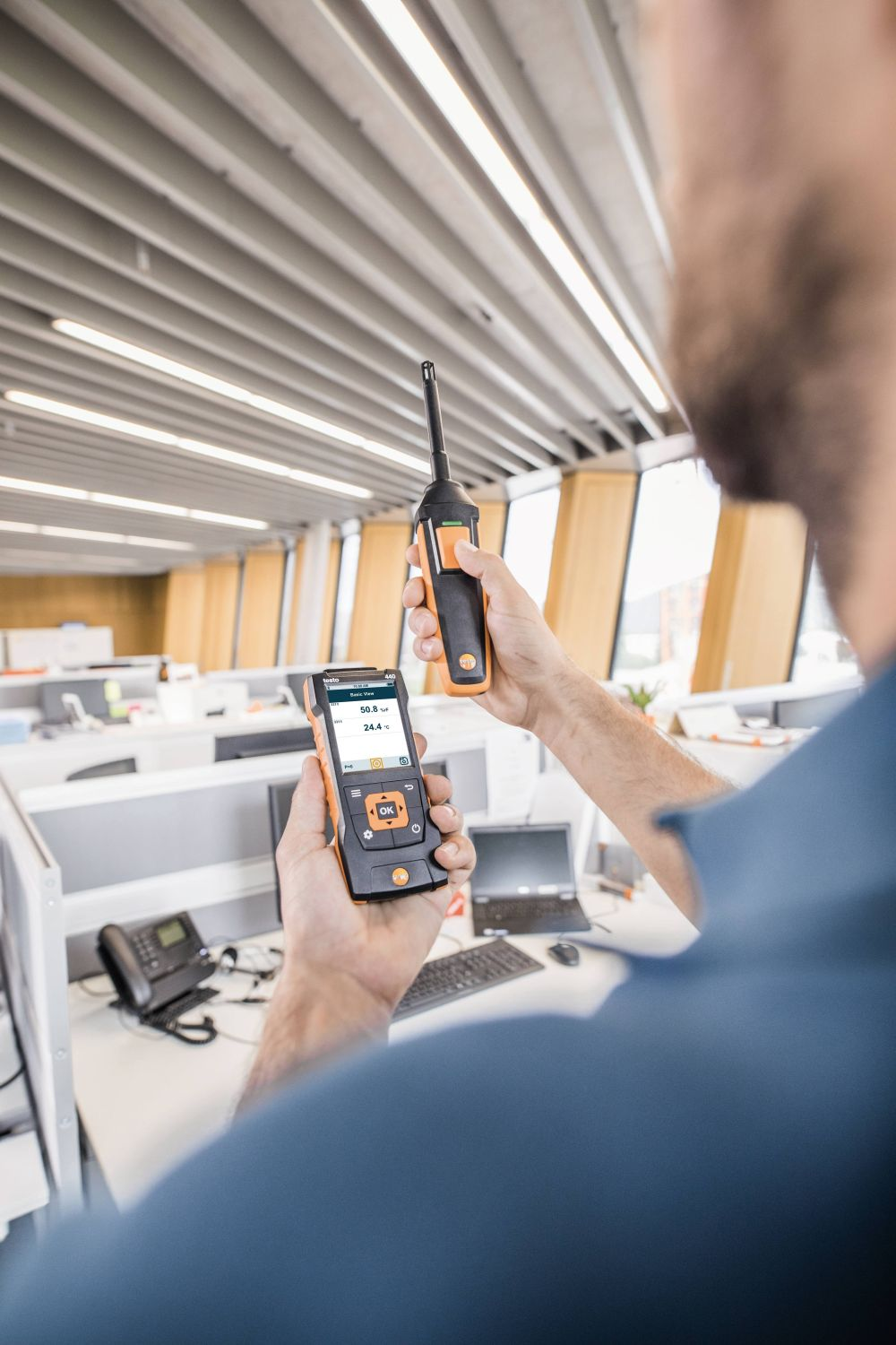 Monitoring of relative humidity in work rooms with humidity probe and testo 440