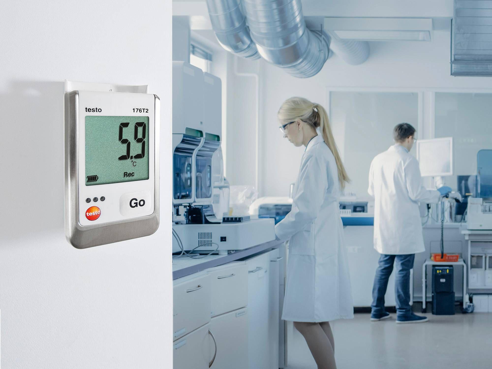 Un data logger monitora la temperatura in un laboratorio