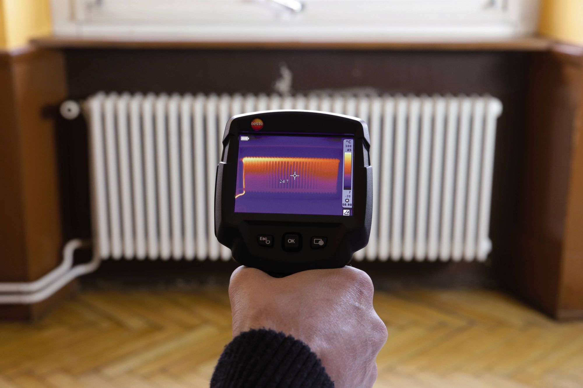 Checking heating systems and finding leaks with thermal imagers from Testo