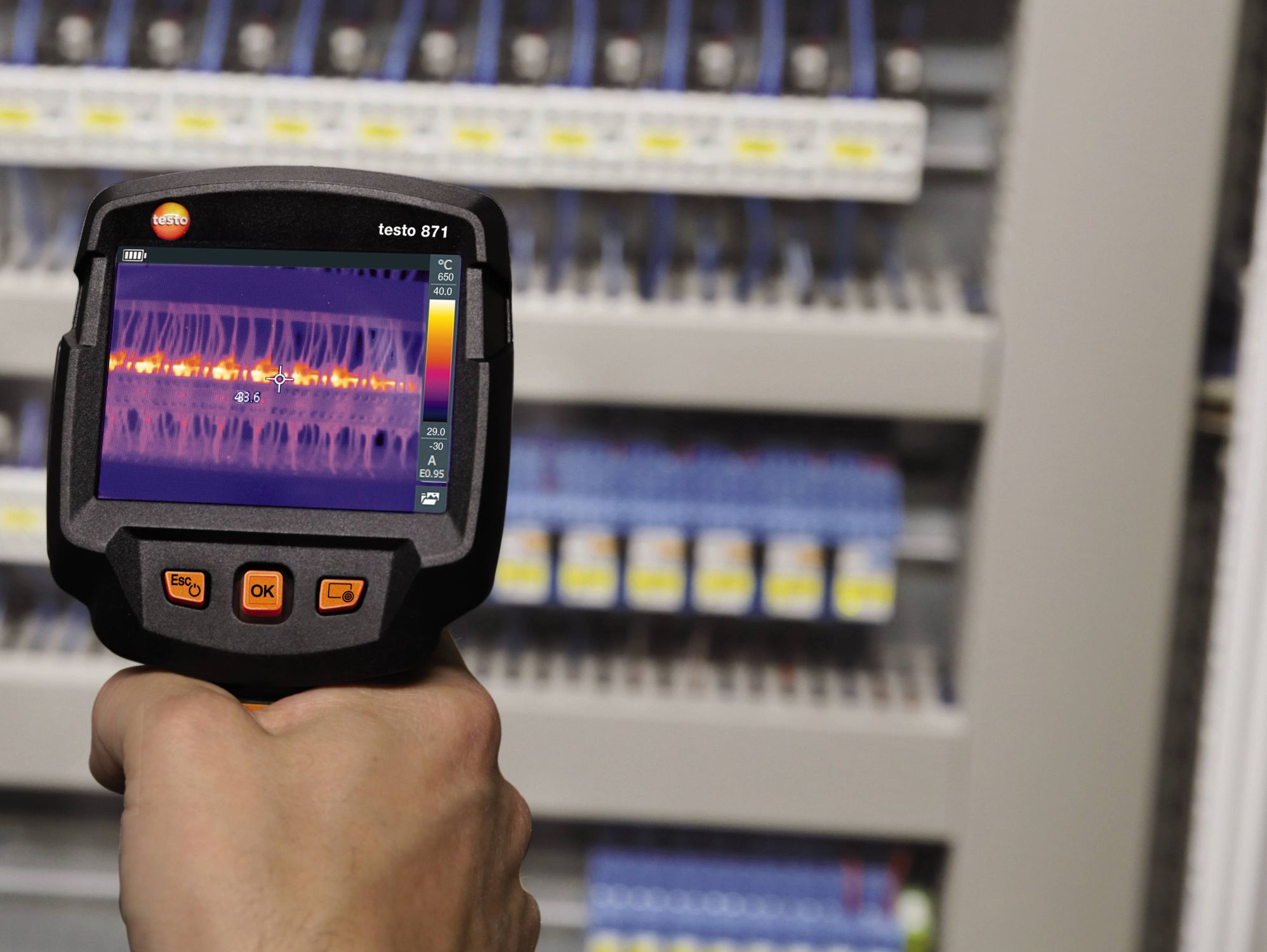 testo 871: Smart thermography for professional requirements.