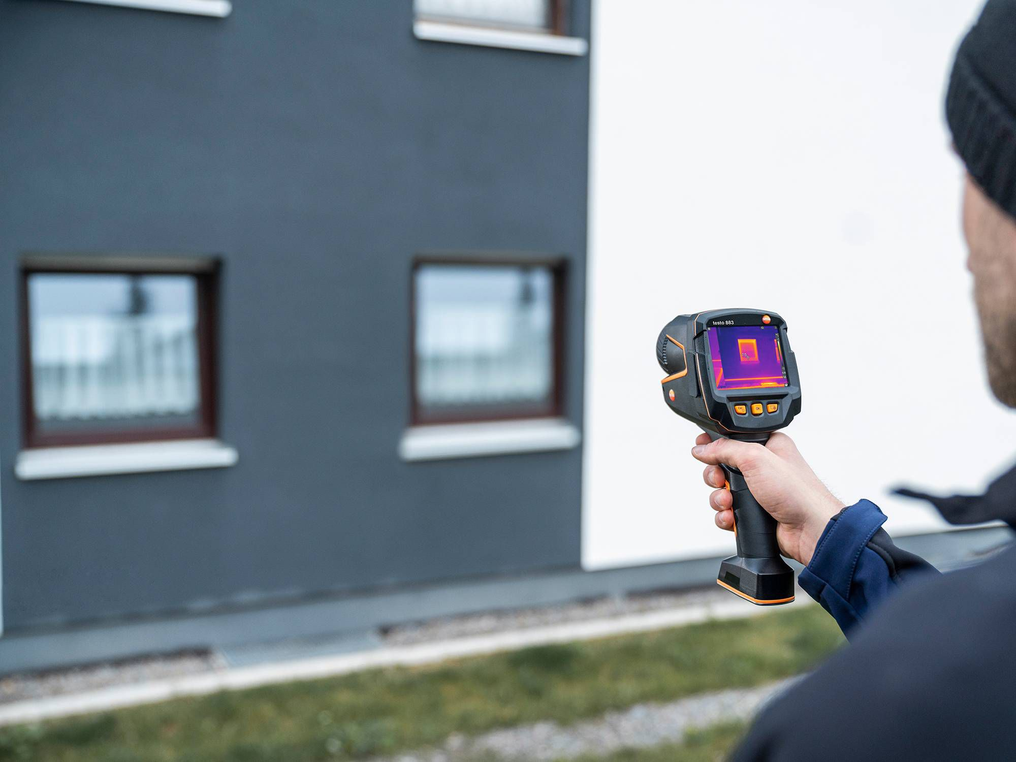 Building thermography with thermal imager