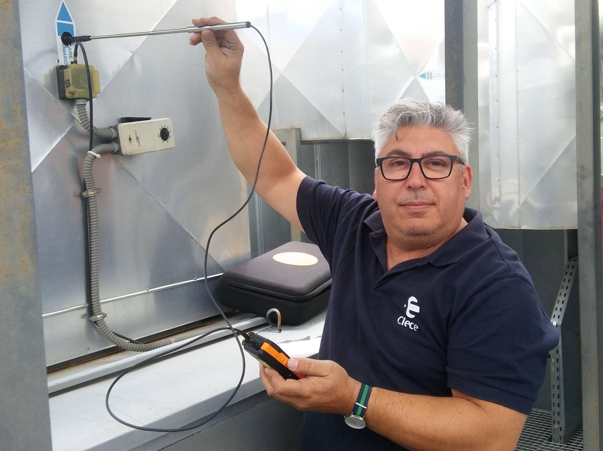 Francisco Montoro prueba el testo 400 para medir en conductos