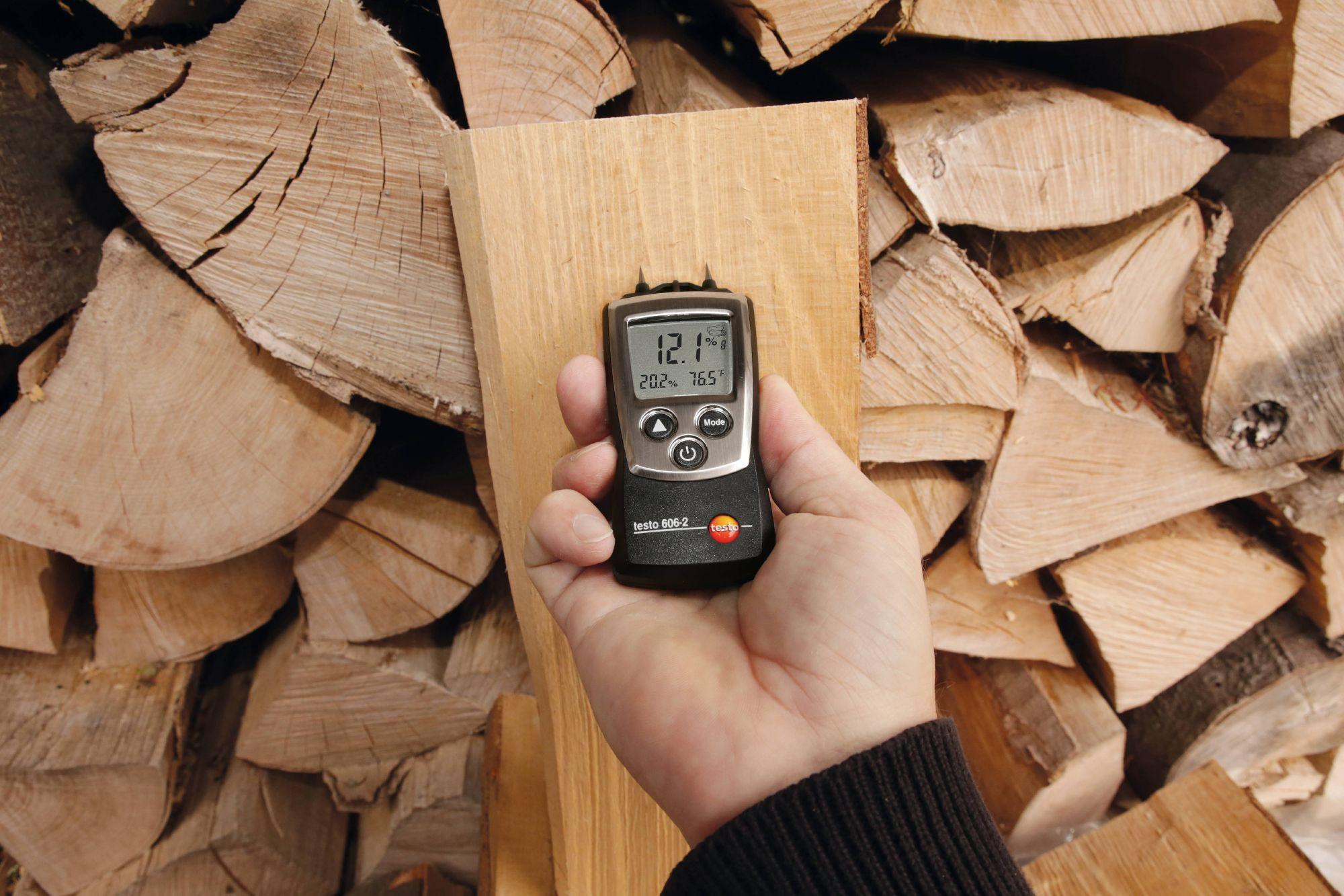 Holzfeuchte-Messung mit testo 606-2