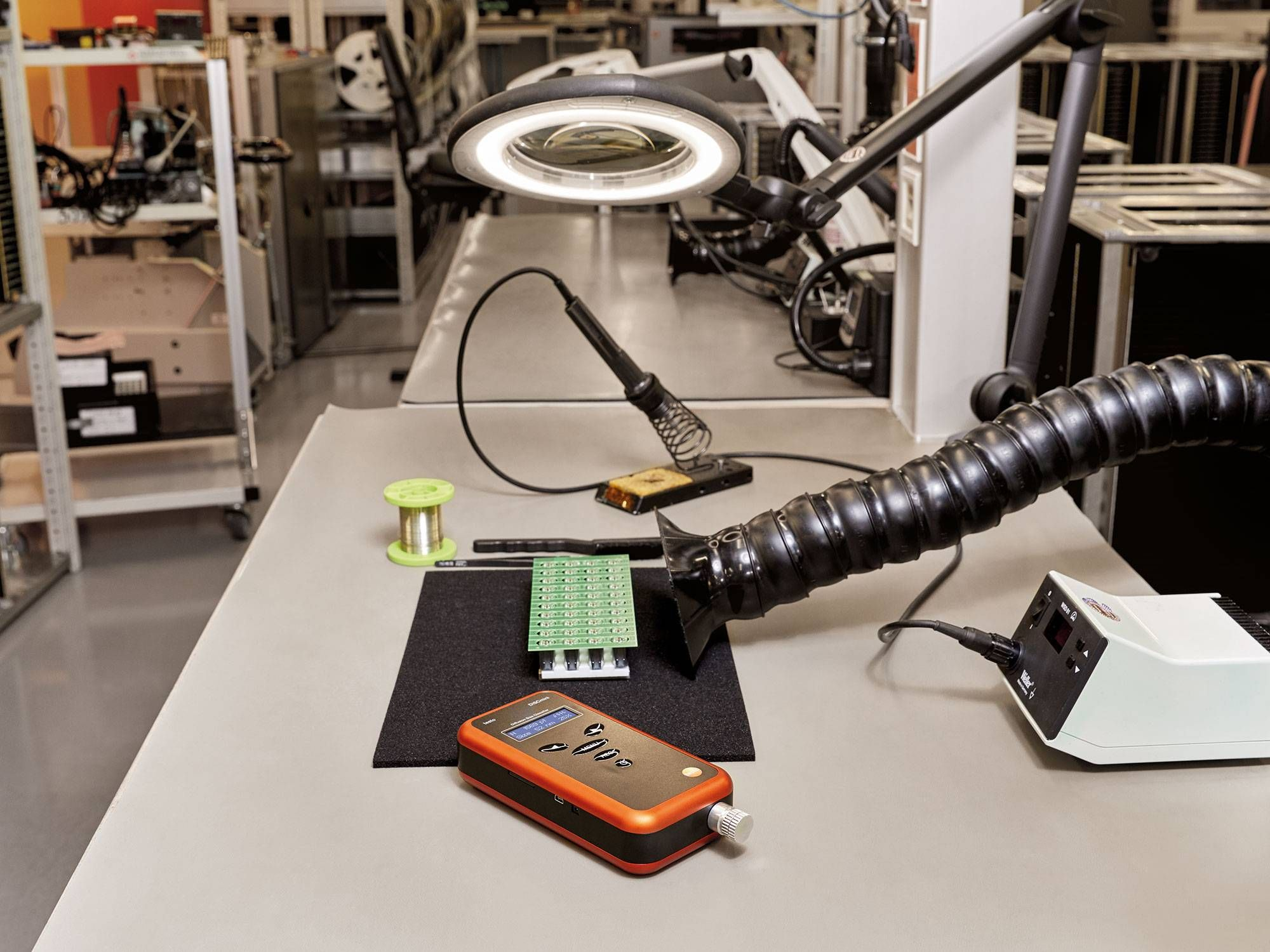 Particle measurement at the workplace in production with testo DiSCmini