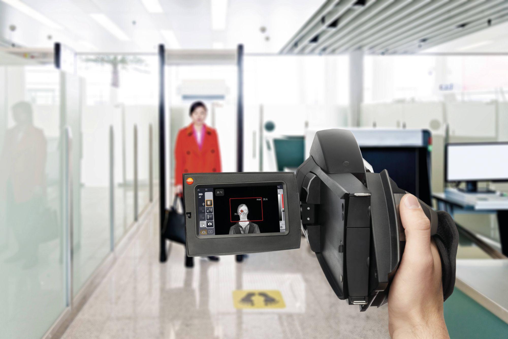 testo-885-fever-detection-airport.jpg