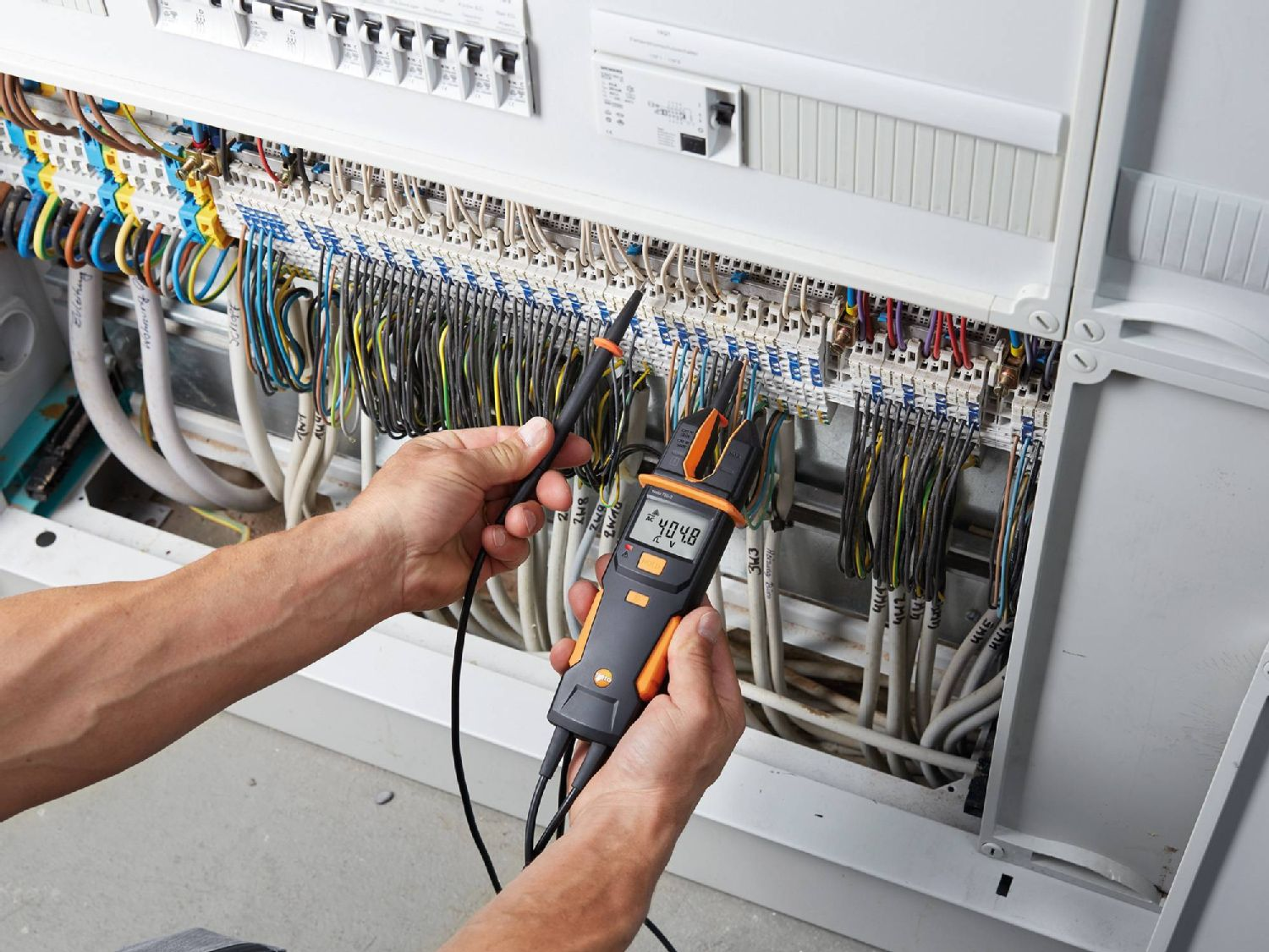Maintenance of electrical systems with current tester