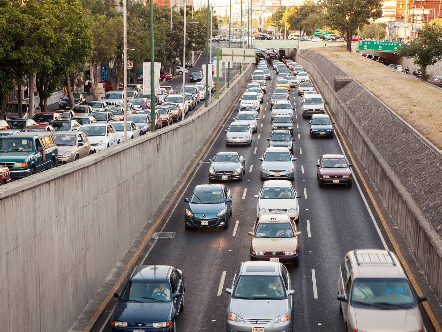 The heavy traffic in Mexico City is becoming a problem for the health of the inhabitants
