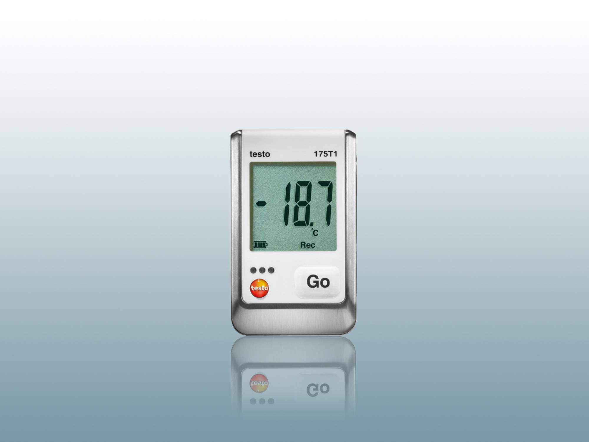 Data logger for monitoring temperature