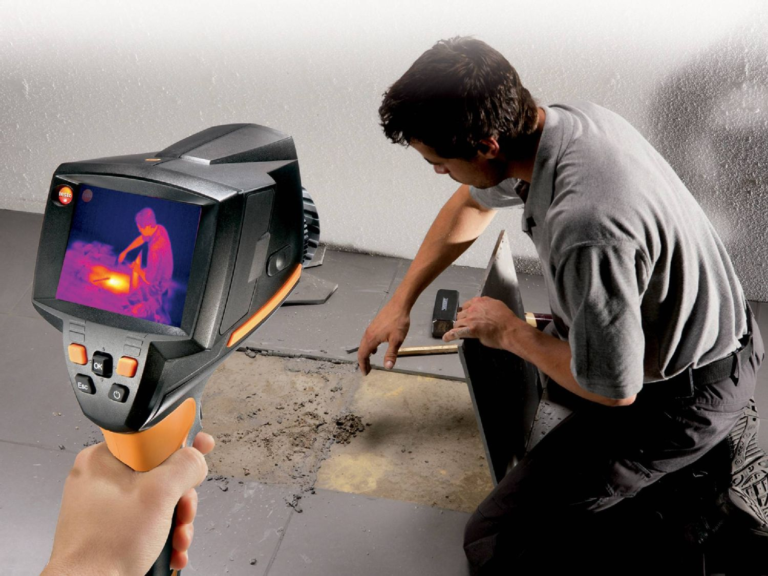 Leakage detection with a thermal imager