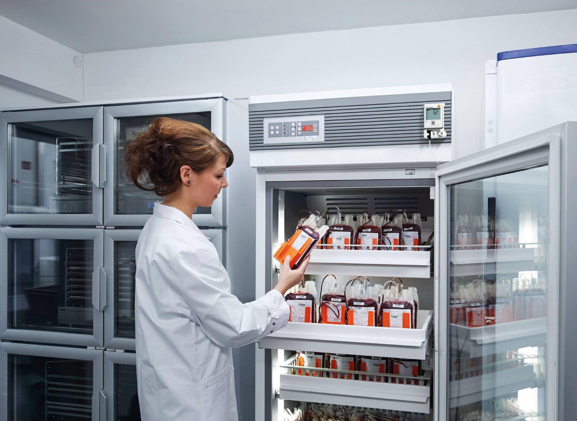 Un data logger monitora la temperatura nel frigorifero dei farmaci