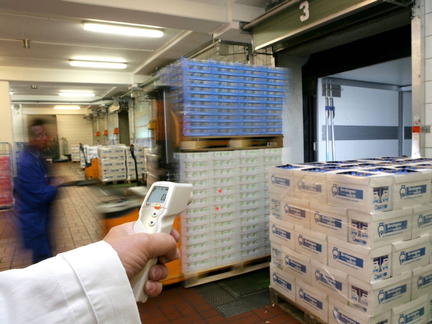 Non-contact meting in Incoming Goods met IR-thermometers van Testo