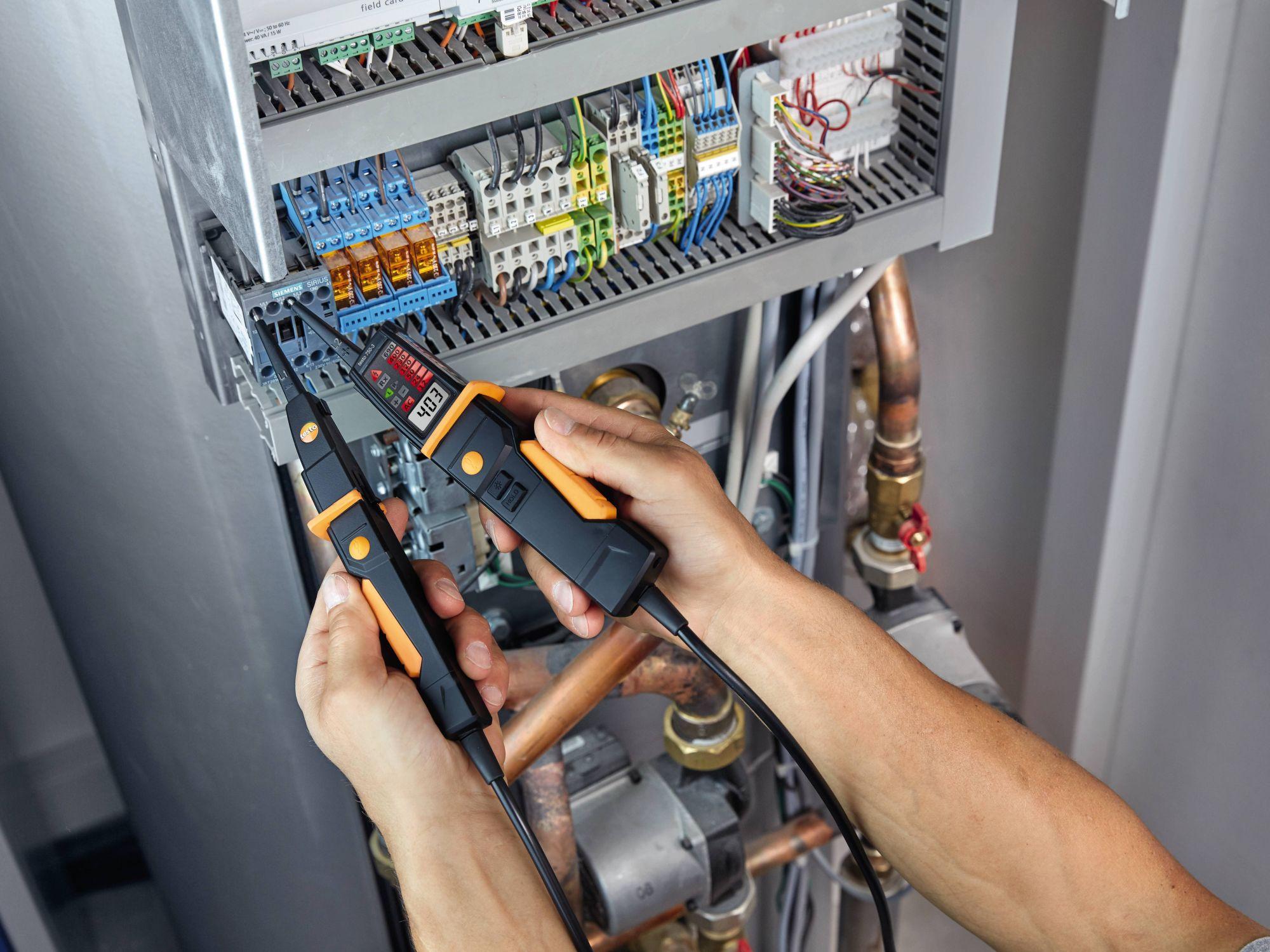 Revisión de instalaciones eléctricas con detectores de tensión
