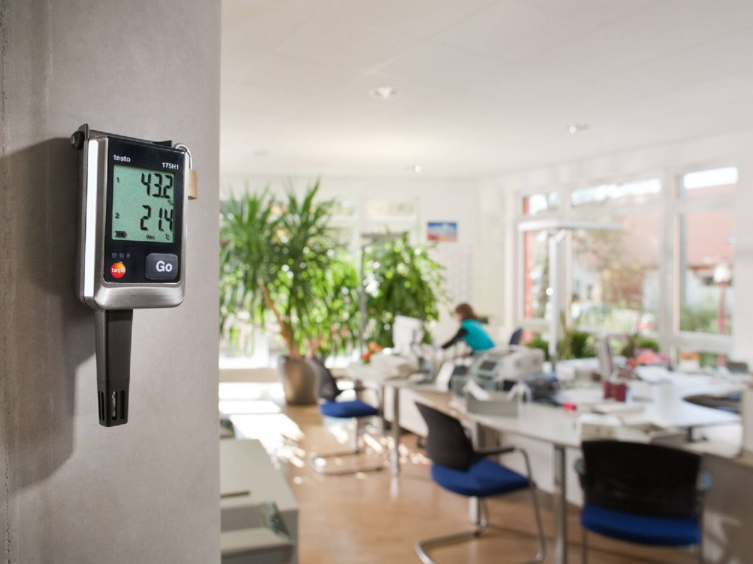 Humidity measurement with data logger in the office
