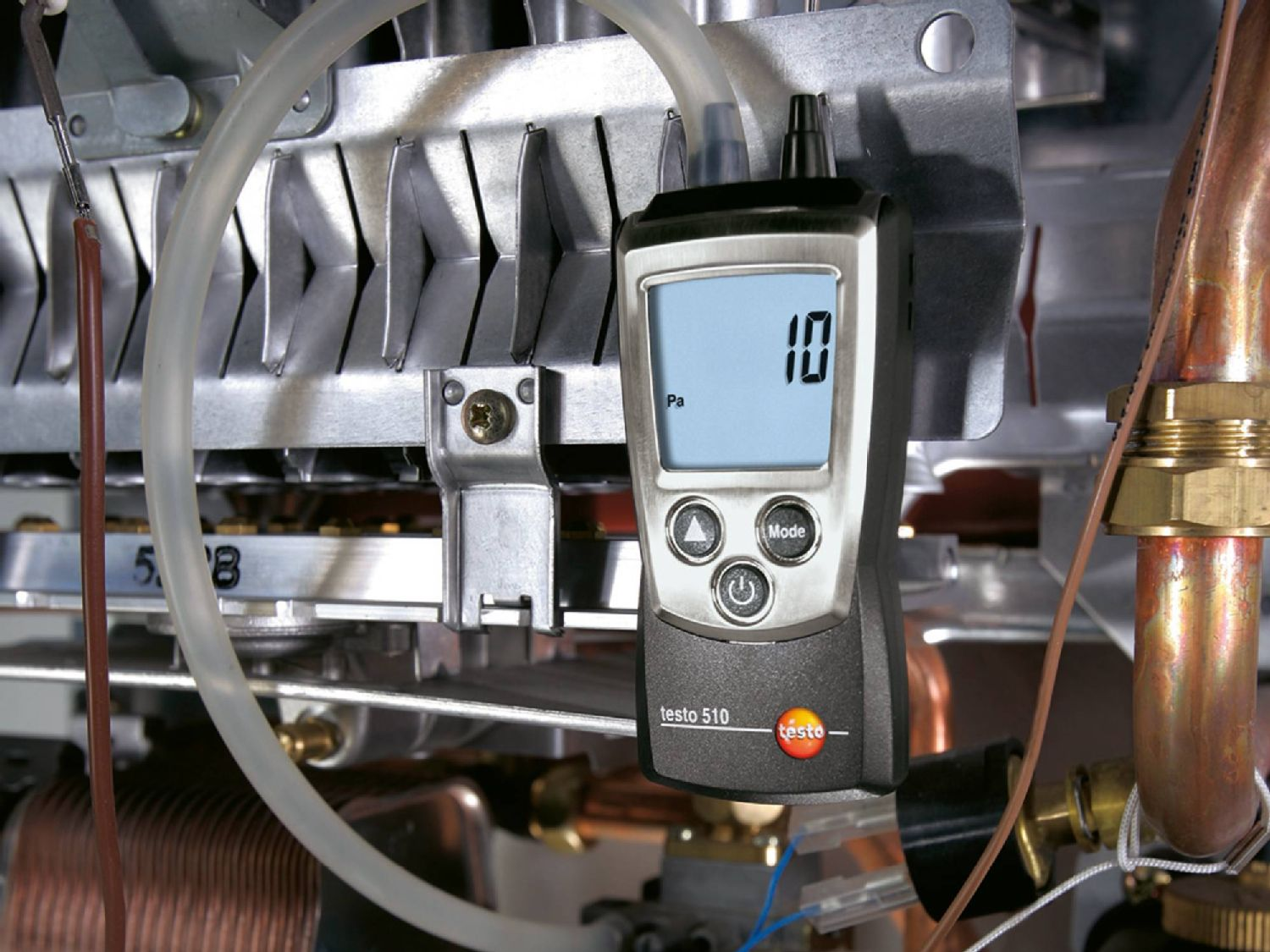 Reading the gas connection and nozzle pressure on the testo 510