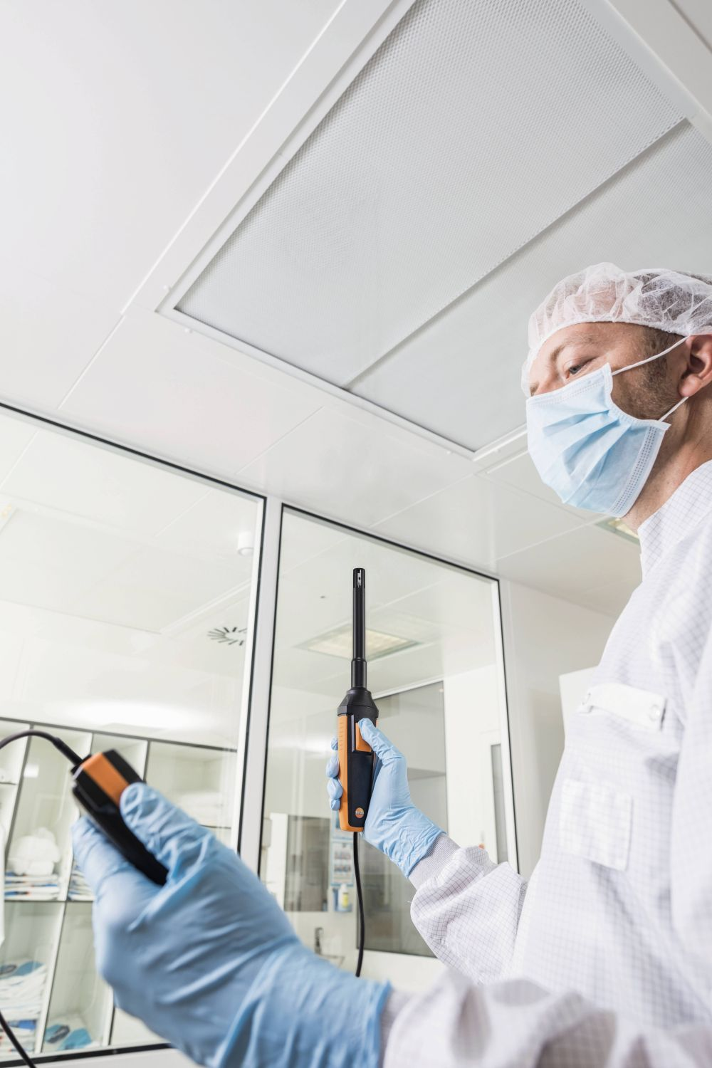 Humidity  measurements in cleanrooms with high-precision humidity probe and testo 440